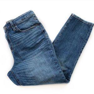 Universal Thread • High Rise Straight Jeans